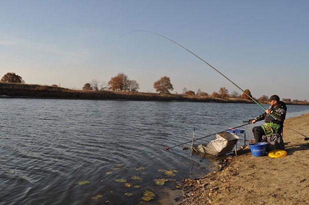Выбор места для ловли на озере